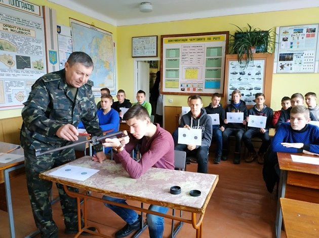 першість Мирогощанського коледжу з пульової стрільби серед студентів I-х курсів присвячена Дню Збройних Сил України.